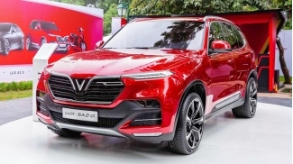 VinFast LUX SA 2.0AT Tieu Chuan 2019