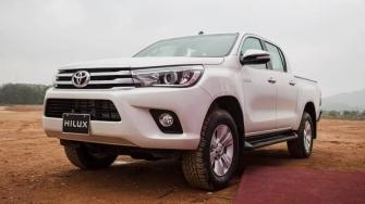 Gia xe Toyota Hilux 2018 tai Viet Nam - 2.4E 4X2 MT, 2.4E 4x2 AT, 2.4G 4x4 MT