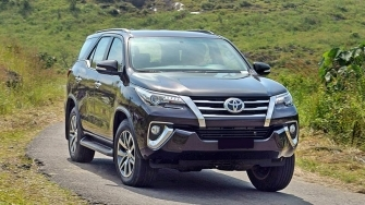 Chi tiet Toyota Fortuner 2018 may xang - so tu dong 2.7V 4x2 AT