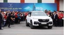 SUV thuong hieu Viet VinFast Lux SA2.0 dau tien xuat xuong