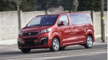Gia xe du lich 7 cho ngoi Peugeot Traveller 2019 tai Viet Nam
