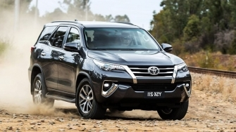Chi tiet xe may xang 2 cau Toyota Fortuner 2.7AT 4x4 2019