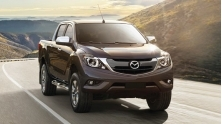 Chi tiet ban cao cap Mazda BT-50 3.2 AT 4x4 2019 so voi doi thu