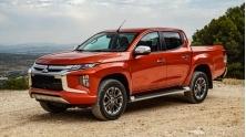 Chi tiet xe Mitsubishi Triton 2020 ban cao cap 4x4AT MIVEC Premium