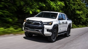 Chi tiet ban cao cap Toyota Hilux 2.8L 4x4 AT Adventure 2020 moi