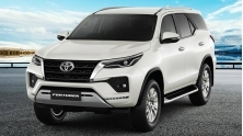 Chi tiet xe Toyota Fortuner May Xang 2021 moi tai Viet Nam