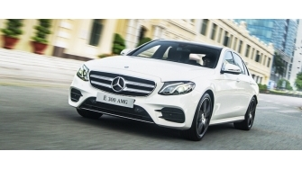 Chi tiet Mercedes E300 AMG 2017 tai Viet Nam