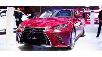 Lexus GS Turbo 2017 co gi noi bat voi gia 3,13 ty dong