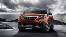 Nen mua xe Honda CR-V 7 cho hay Peugeot 5008 2018