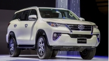 So sanh Toyota Fortuner 2018 may dau 2.4L so san va so tu dong