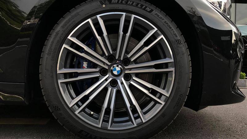 Giá bán xe BMW 330i M Sport 2019 tại Việt Nam từ 2,379 tỷ đồng - Ảnh 3
