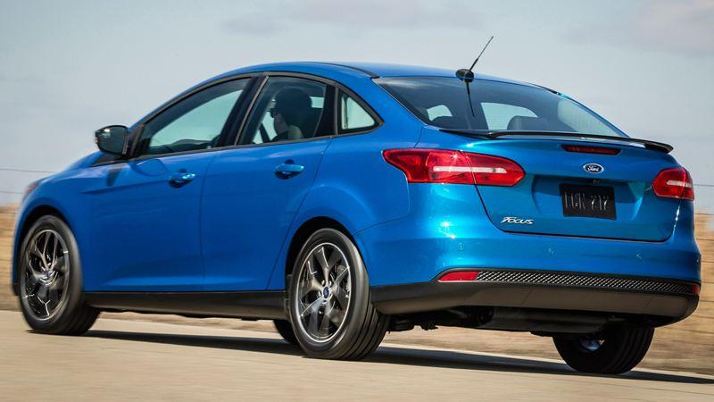 Ford-Focus-sedan-2015-tuvanmuaxe