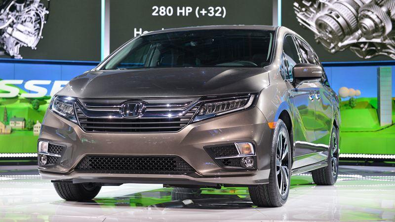 Giá xe Honda Odyssey 2018 - Hình 1
