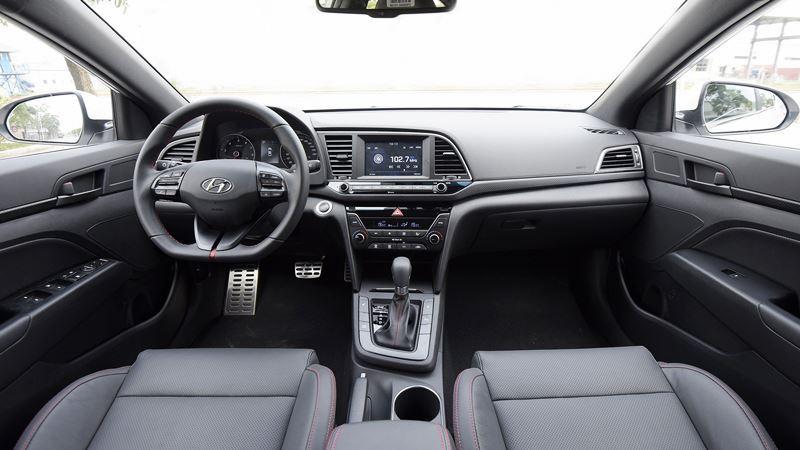 Đánh giá xe Hyundai Elantra 2018 - Hình 2