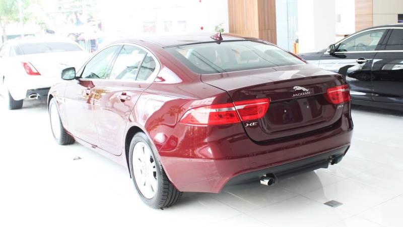 Diễn đàn rao vặt: Jaguar XE 2018 là xe hơi thể hiện cuộc sống hiện đại  Jaguar-XE-2018-gia-xe-tuvanmuaxe_vn-9