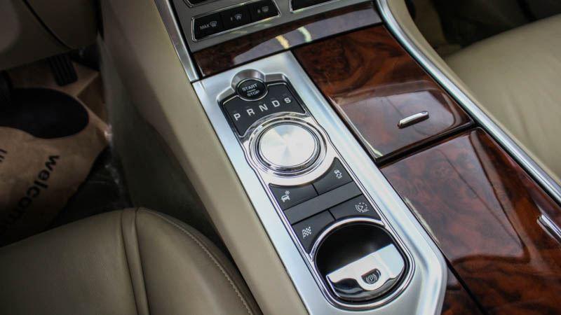 Jaguar-XF-2016-tuvanmuaxe-499