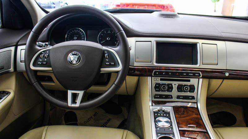 Jaguar-XF-2016-tuvanmuaxe-4997