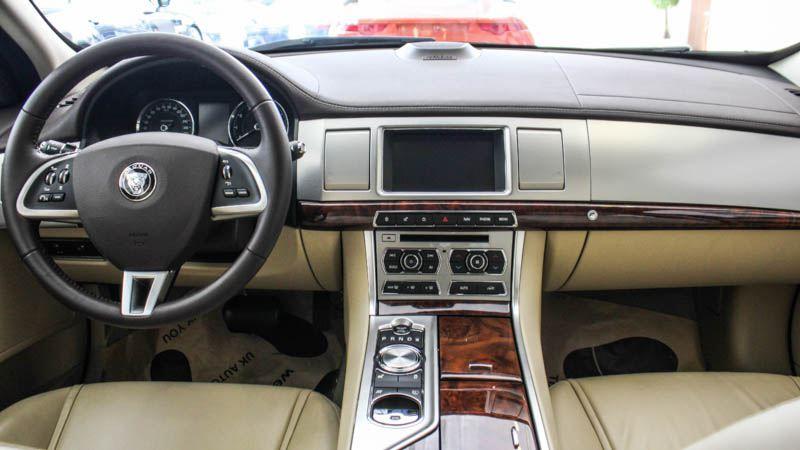 Jaguar-XF-2016-tuvanmuaxe-4998