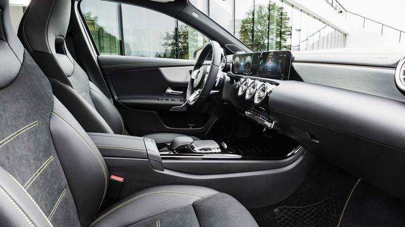 Mercedes A-Class mới đắt hơn 141 triệu so với những đối trọng đến từ BMW và Audi - Hình 2