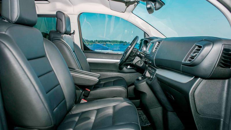 So sánh khác biệt giữa Peugeot Traveller bản 7 chỗ và 4+2 chỗ ngồi - Ảnh 4