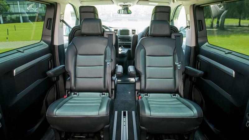 So sánh khác biệt giữa Peugeot Traveller bản 7 chỗ và 4+2 chỗ ngồi - Ảnh 5