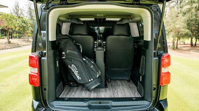 So sánh khác biệt giữa Peugeot Traveller bản 7 chỗ và 4+2 chỗ ngồi - Ảnh 10