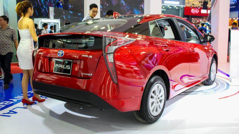 Toyota Prius vs Hyundai Ioniq trong cạnh tranh với nhau