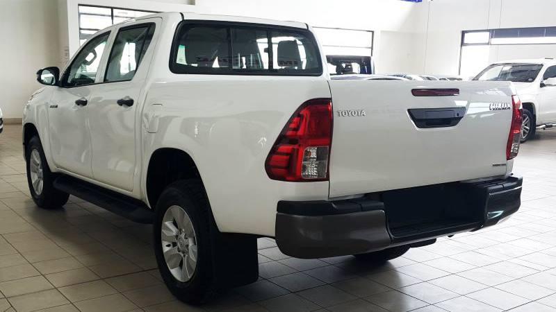 Toyota Hilux 2018 đã có mặt tại các đại lý, giá từ 695 triệu đồng - Hình 2