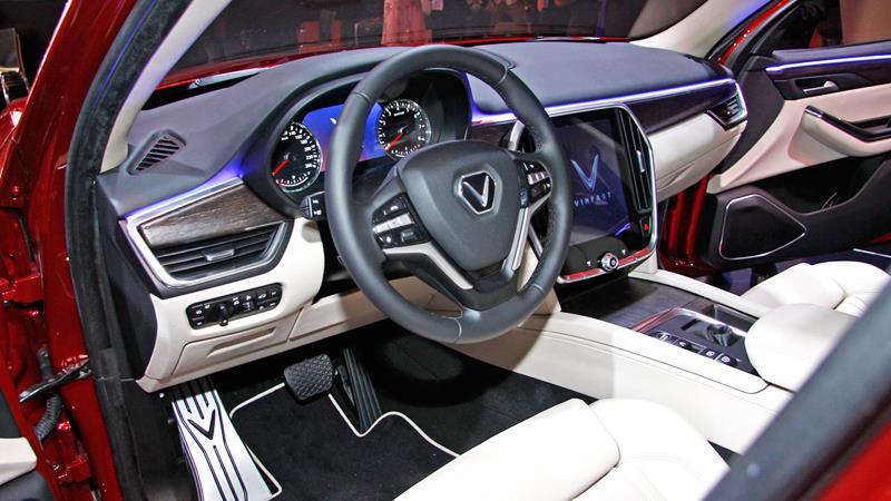 Soi chi tiết SUV hạng sang của VinFast vừa có mặt tại TP. HCM - Hình 2