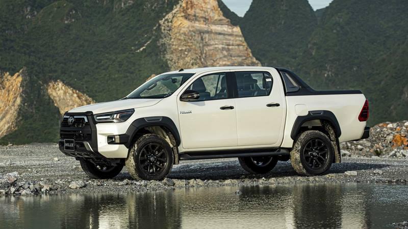 Chi tiết bản cao cấp Toyota Hilux 2.8L 4x4 AT Adventure 2020 mới - Ảnh 8