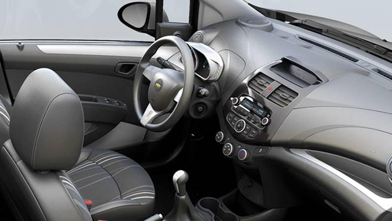 Chevrolet Spark Duo: Đã rẻ nhất thị trường ô tô Việt lại còn giảm giá - Hình 2