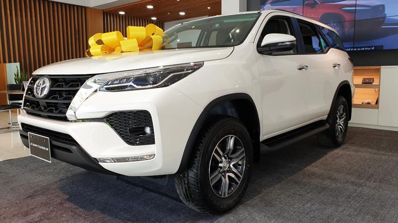 Chi tiết xe Toyota Fortuner Máy Xăng 2021 mới tại Việt Nam - Ảnh 1