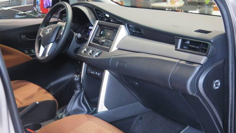 Chi tiết xe Toyota Innova 2.0E MT 2018 - phiên bản bán chạy nhất - Ảnh 6