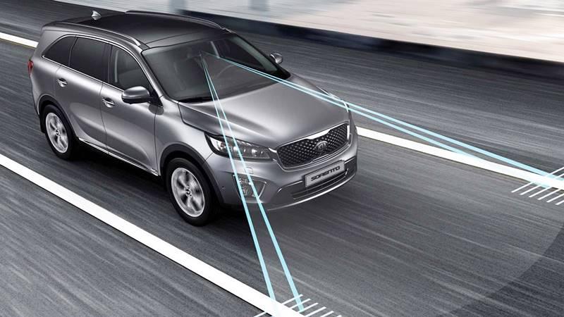 Hệ thống cảnh báo chuyển làn đường trên xe ô tô là gì? - Ảnh 1