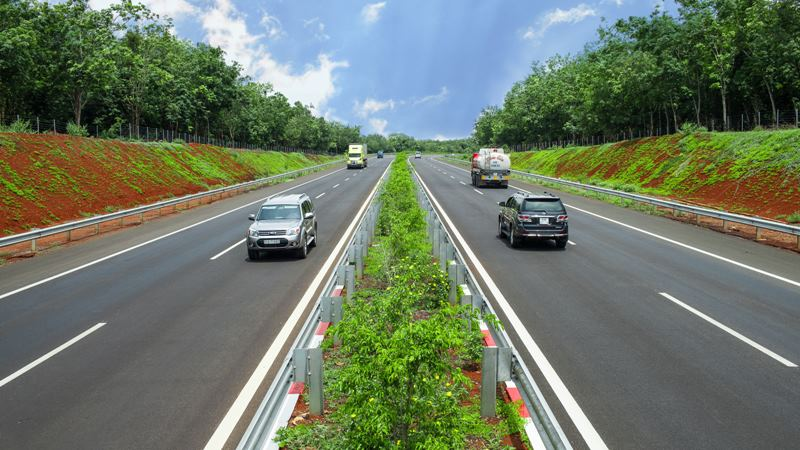 Lái ô tô chạy chậm trên đường cao tốc bị phạt 800.000-1.200.000 đồng - Ảnh 2