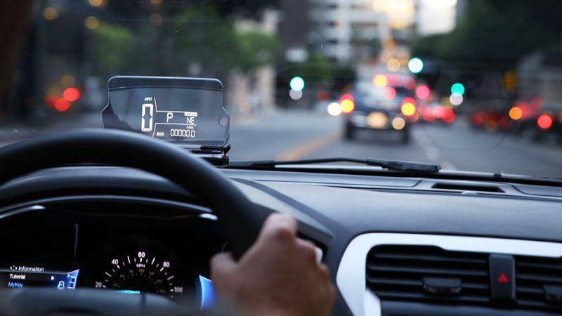 Màn hình hiển thị HUD - Head-up Display trên xe ô tô - Ảnh 1