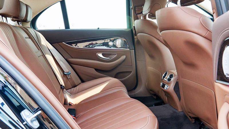 nội thất ghế sau xe Mercedes E250