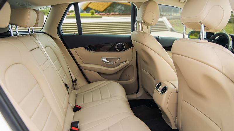 Giá bán xe Mercedes GLC 200 2020 lắp ráp tại Việt Nam từ 1,749 tỷ đồng - Ảnh 9