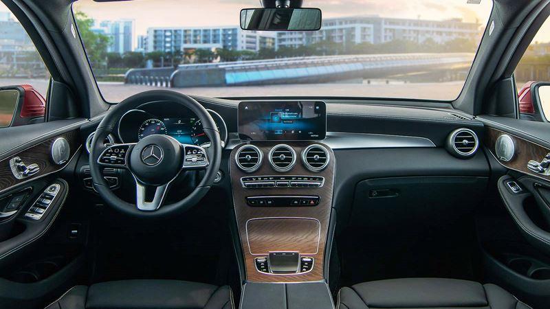 Giá bán xe Mercedes GLC 200 2020 lắp ráp tại Việt Nam từ 1,749 tỷ đồng - Ảnh 10