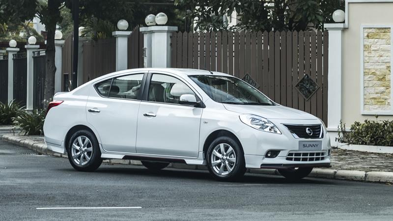 So sánh Suzuki Ciaz và Nissan Sunny mới: So tài tân binh sedan hạng B - Hình 2