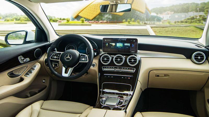 So sánh xe Mercedes GLC200 và Mercedes GLB200 7 chỗ mới - Ảnh 3
