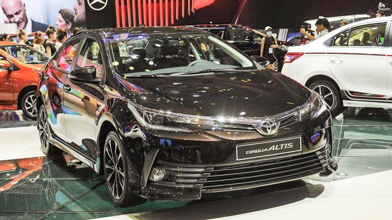 Trang bị tính năng Toyota Altis 2018 bản 2.0V Luxury và 1.8E CVT - Ảnh 1