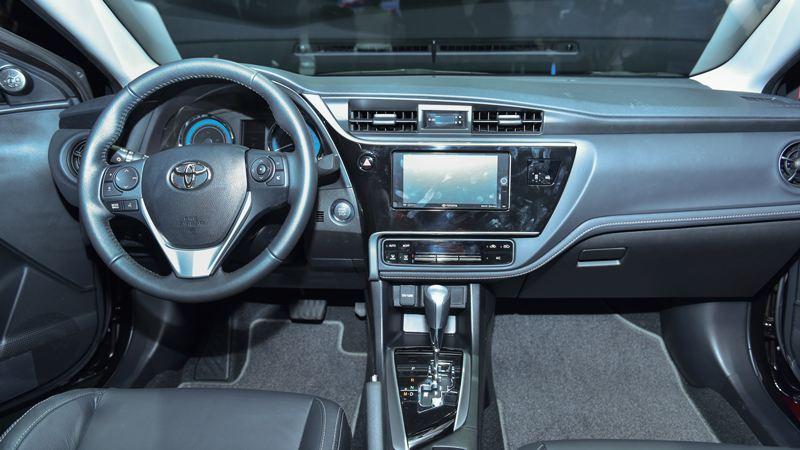 Trang bị tính năng Toyota Altis 2018 bản 2.0V Luxury và 1.8E CVT - Ảnh 4