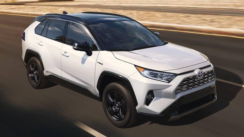 Toyota RAV4 2019 giá khởi điểm từ 621 triệu - Hình 1