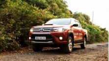 [OF] Toyota Hilux 2015-2016 co gi de canh tranh voi Ranger, Navara
